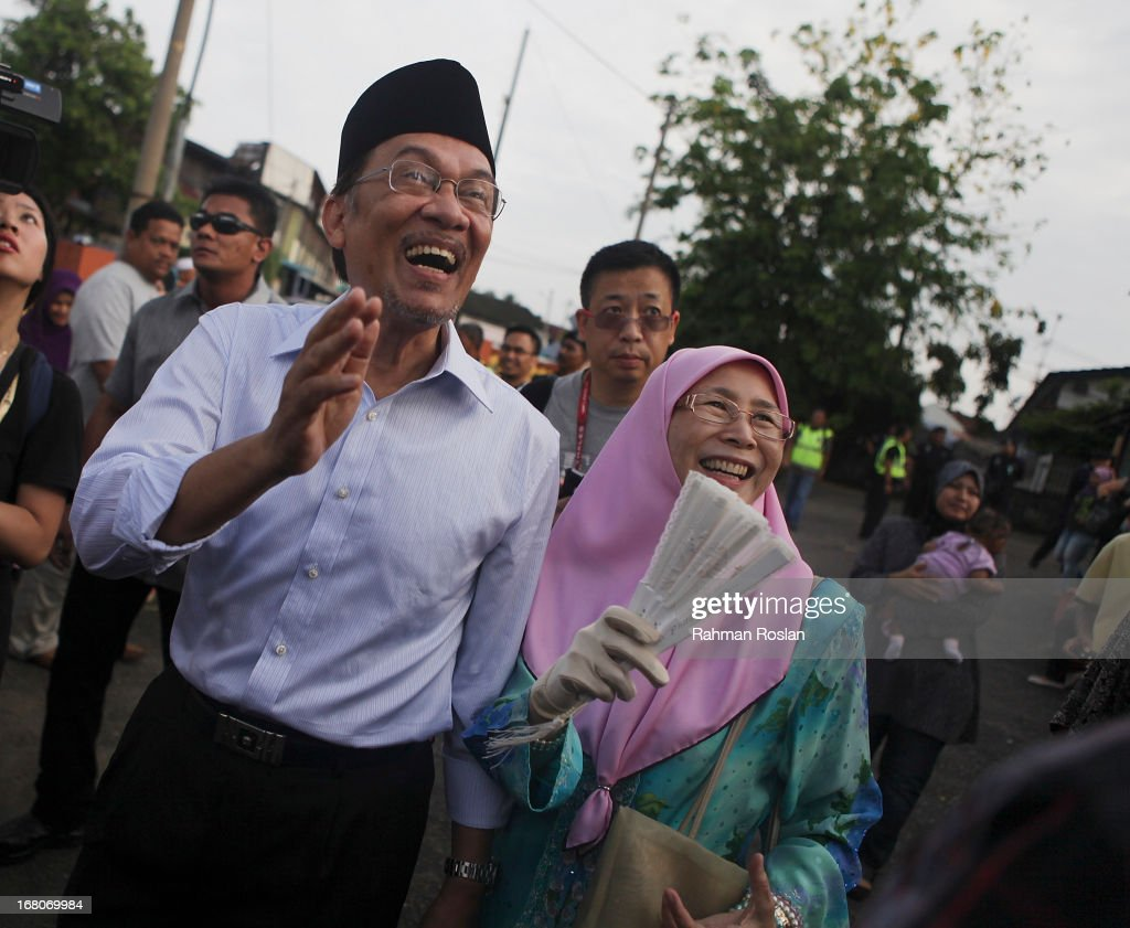 Leader of Pakatan Rakyat, <a gi-track='captionPersonalityLinkClicked' href=/galleries/search?phrase=Anwar+Ibrahim&family=editorial&specificpeople=600601 ng-click='$event.stopPropagation()'>Anwar Ibrahim</a> greet his supporters after casting his vote on May 5, 2013 in Penanti, Penang, Malaysia. Millions of Malaysians cast their vote on Sunday in one of the most tightly contested Malaysian election since independence in 1957. The opposition coalition, Pakatan Rakyat (People's Alliance), led by former deputy prime minister <a gi-track='captionPersonalityLinkClicked' href=/galleries/search?phrase=Anwar+Ibrahim&family=editorial&specificpeople=600601 ng-click='$event.stopPropagation()'>Anwar Ibrahim</a> is seeking to gain power on a national level against the ruling party Barisan Nasional.