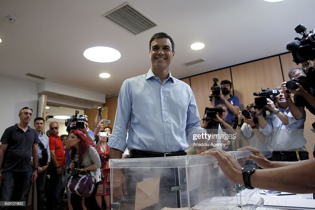 Leader of Socialist Party Pedro Sanchez casts his ballot during the Spanish General elections at a polling station in Madrid on June 26, 2016.