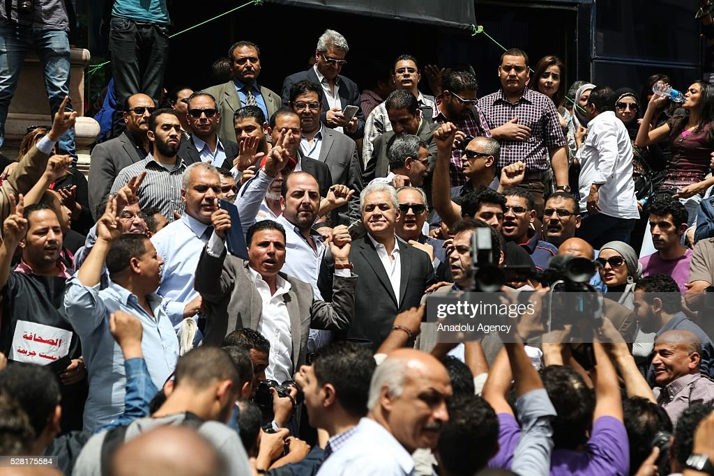 Leader of the Egyptian Popular Current Hamdeen Sabahi (C) and member of the Syndicate of Journalists attends a protest in front of the Syndicate of Journalists, down town Cairo, Egypt, 04 May 2016. Hundreds of Egyptian Journalists gathered for an urgent assembly meeting in the Syndicate of Journalists building to discuss measures of escalation.