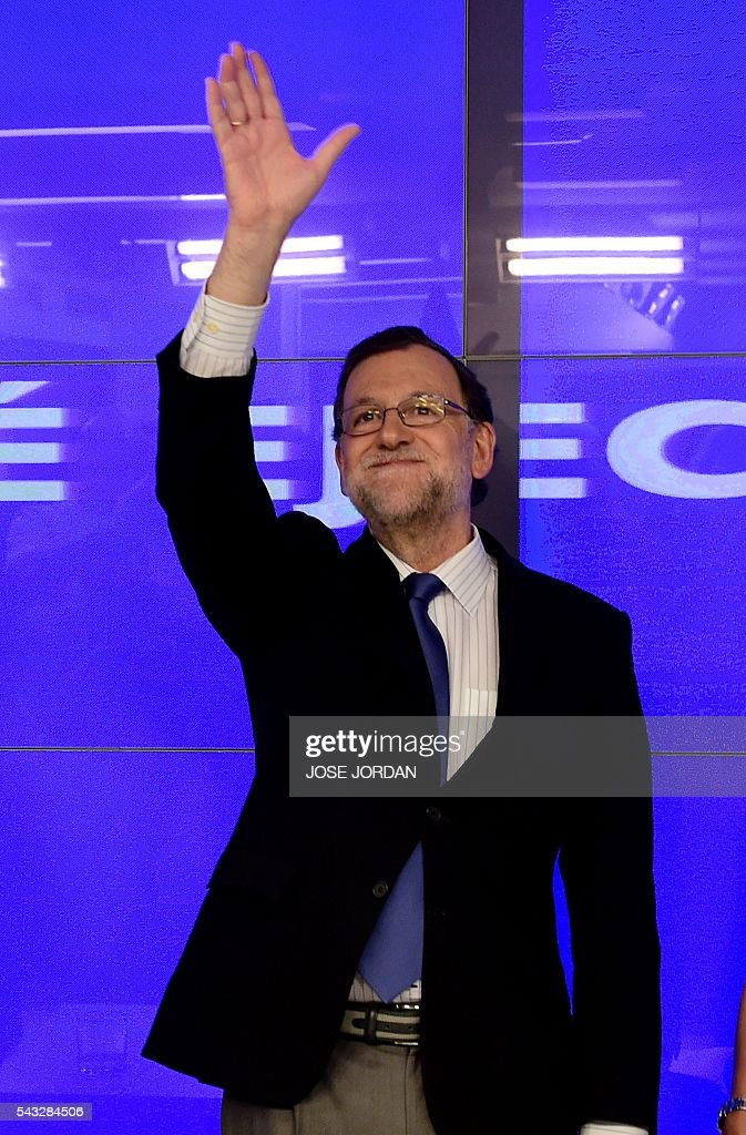 Leader of the Popular Party (PP) and Spain's caretaker Prime Minister, Mariano Rajoy waves during a meeting of the national executive committee held one day after the Spanish general elections, at the PP headquarters in Madrid, on Juny 27, 2016. Spain hoped on June 27 that repeat weekend elections would unblock the country's political paralysis after the conservatives came out strengthened with more seats, although they still face resistance from hostile rivals. / AFP / JOSE