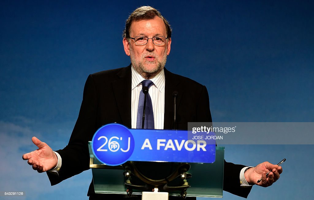 Leader of the Popular Party (PP) and Spain's caretaker Prime Minister, Mariano Rajoy delivers as speech after a meeting of the national executive committee held one day after the Spanish general elections, at the PP headquarters in Madrid, on June 27, 2016. Spain hoped on June 27 that repeat weekend elections would unblock the country's political paralysis after the conservatives came out strengthened with more seats, although they still face resistance from hostile rivals. / AFP / JOSE