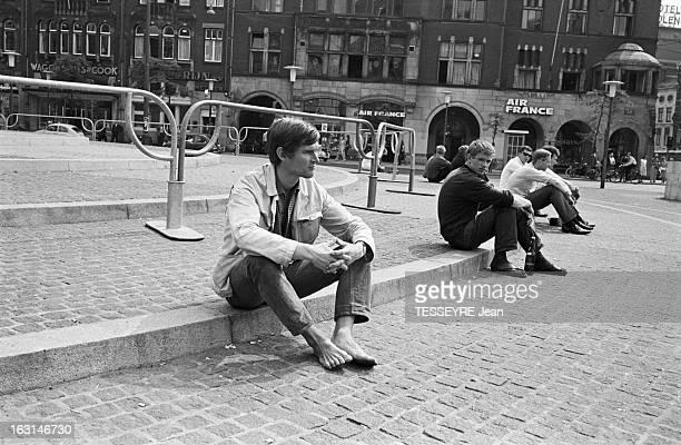 Leader Of The 'Provo' Movement In Amsterdam A Amsterdam en juin 1966 Rencontre avec Bernhard DE VRIES 21 ans leader du mouvement contestataire et...
