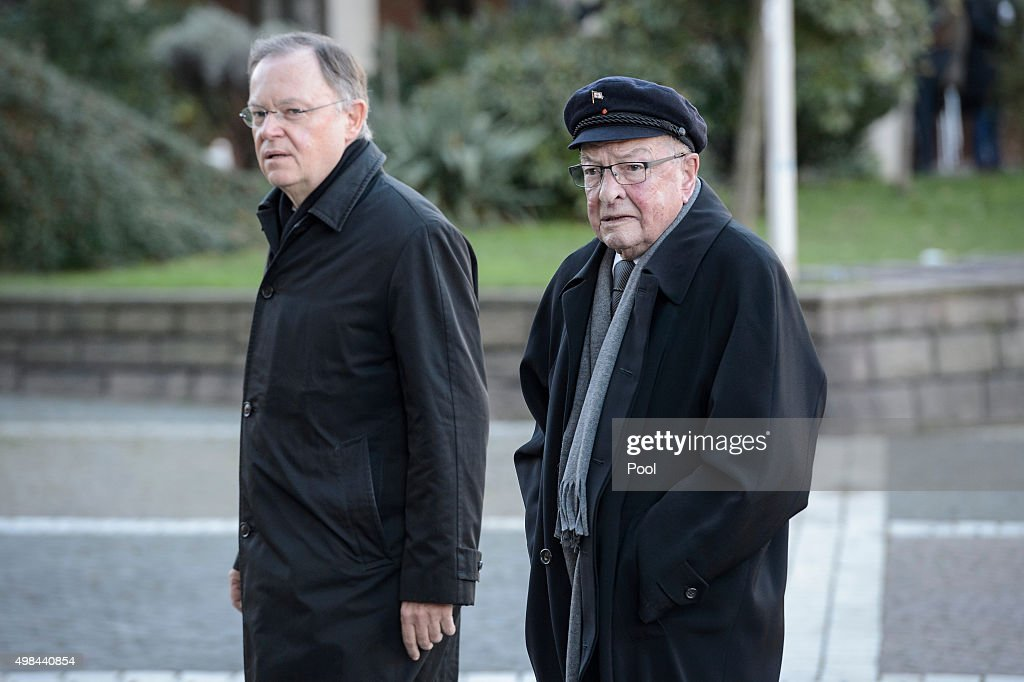 Leader of the Social Democratic Party <a gi-track='captionPersonalityLinkClicked' href=/galleries/search?phrase=Stephan+Weil&family=editorial&specificpeople=4683319 ng-click='$event.stopPropagation()'>Stephan Weil</a> (L) arrives to attend the funeral service of former German Chancellor Helmut Schmidt at St Michaelis church on November 23, 2015 in Hamburg, Germany. Schmidt, a German Social Democrat (SPD), led West Germany as chancellor from 1974 until 1982. He died on November 10 in Hamburg at the age of 96.