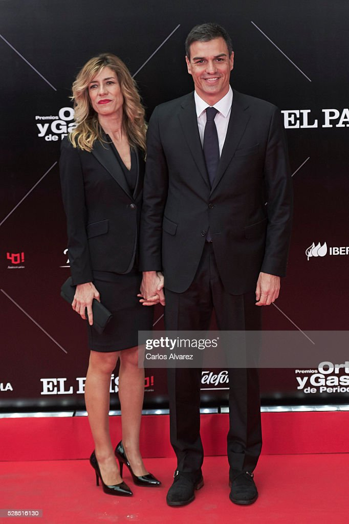 Leader of the Socialist Party (PSOE) Pedro Sanchez and wife Begona Gomez attend 'Ortega Y Gasset' journalism awards 2016 at Palacio de Cibeles on May 05, 2016 in Madrid, Spain.
