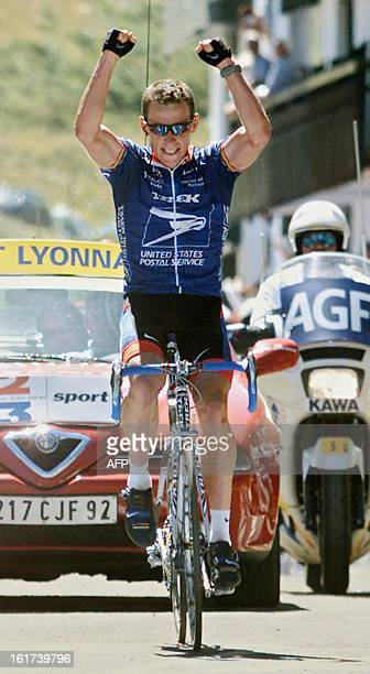 Leader of the US Postal team US Lance Armstrong crosses the finish line of the 13th stage of 88th Tour de France in victory 21 July 2001 in...