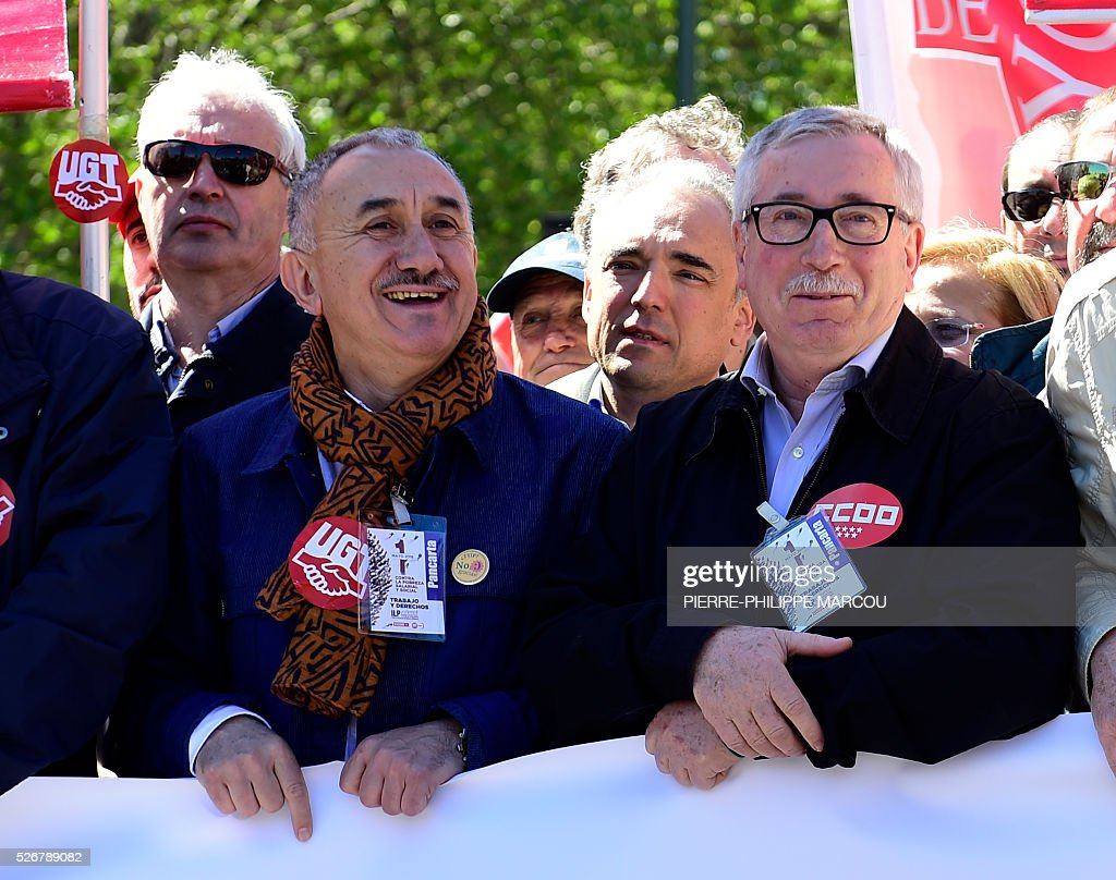 Leader of Union General de Trabajadores (UGT) Josep Maria Alvarez (L) and leader of Comisiones Obreras (CCOO) Ignacio Fernandez Toxo speaks together during the traditional May Day rally in Madrid on May 1, 2016. / AFP / PIERRE