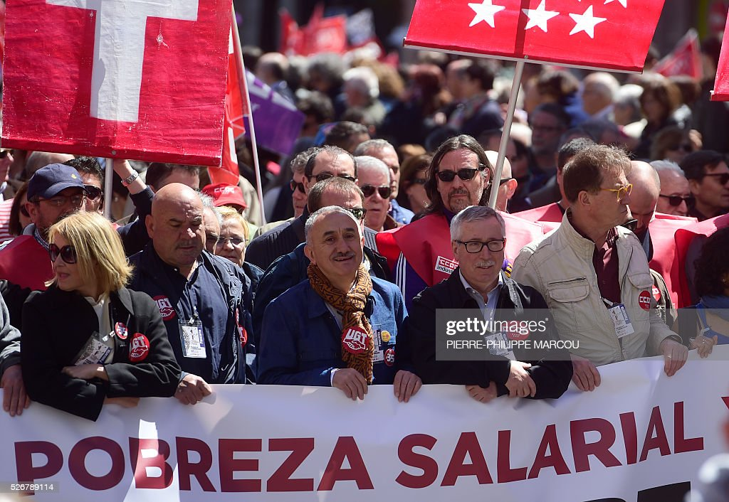 Leader of Union General de Trabajadores (UGT) Josep Maria Alvarez (3rdL) stands next to leader of Comisiones Obreras (CCOO) Ignacio Fernandez Toxo (2ndR) during the traditional May Day rally in Madrid on May 1, 2016. / AFP / PIERRE