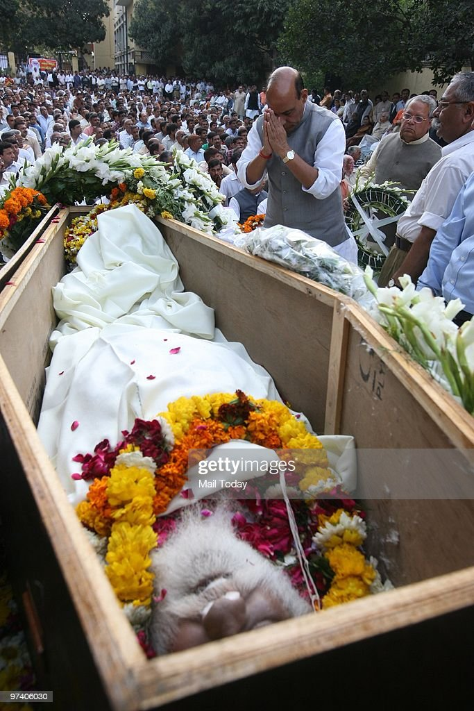 BJP Leader Rajnath Singh pays floral tribute to RSS veteran Nananji Deshmukh who passed away in New Delhi on Sunday on February 28, 2010.