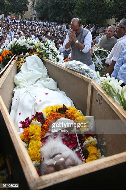 Leader Rajnath Singh pays floral tribute to RSS veteran Nananji Deshmukh who passed away in New Delhi on Sunday on February 28 2010