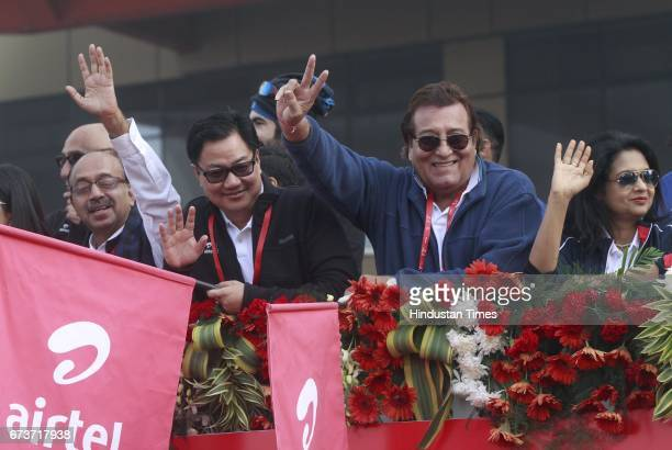 BJP leader Vijay Goel Minister of State for Home Affairs Kiren Rijiju and actorpolitician Vinod Khanna cheer during the Airtel Delhi Half Marathon...