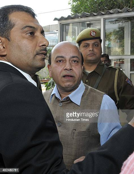 BJP leader Vijay Jolly along with the lawyers going to meet the SHO as FIR has been lodged against Vijay Jolly for defacing the house of Tehelka...