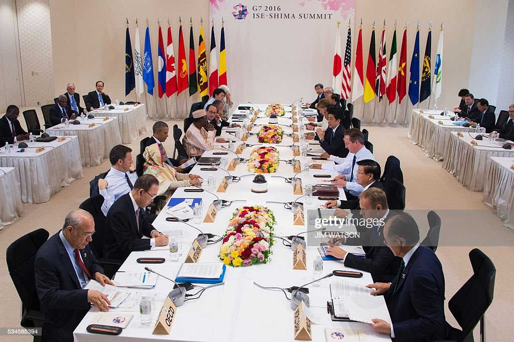 Leaders of the Group of Seven nations take part in a dialogue with other invited world leaders at the G7 Summit in Shima in Mie prefecture on May 27, 2016. A British secession from the European Union in next month's referendum could have disastrous economic consequences, G7 leaders warned on May 27 at the close of the summit in Japan. / AFP / POOL / JIM