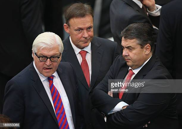Leading German Social Democrats members Sigmar Gabriel Thomas Oppermann and FrankWalter Steinmeier attend the first session of the new Bundestag...