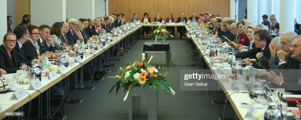 Leading members of the German Christian Democrats (CDU), Bavarian Christian Democrats (CSU) and German Social Democrats (SPD) sit down for coalition negotaitons at CDU headquarters on October 23, 2013 in Berlin, Germany. The CDU/CSU and SPD are meeting for the first day of negotiations in order to create a new coalition government following recent elections in Germany.