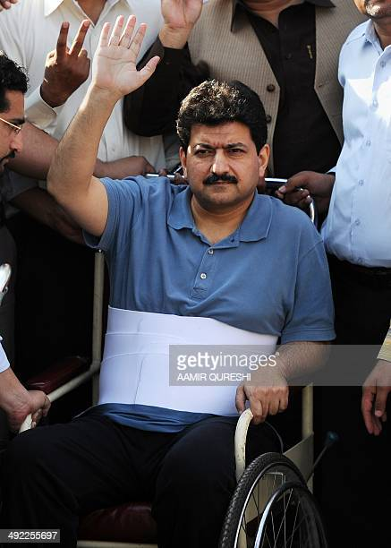 Leading Pakistani TV journalist Hamid Mir who survived an April attack by gumen in Karachi is surrounded by journalists as he leaves the Supreme...