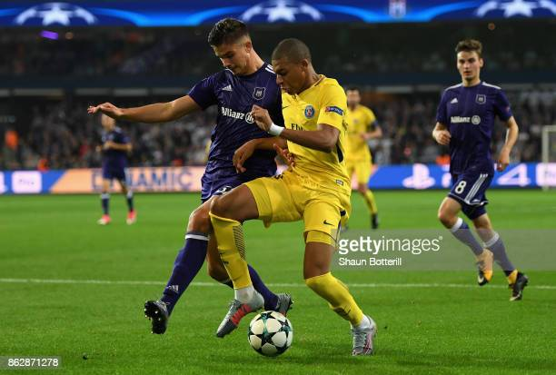 Leander Dendoncker of RSC Anderlecht and Kylian Mbappe of PSG battle for possession during the UEFA Champions League group B match between RSC...