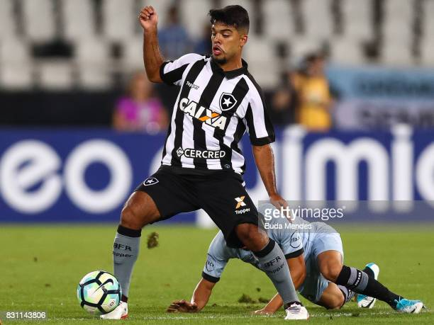 Leandrinho of Botafogo struggles for the ball with Batista of Gremio during a match between Botafogo and Gremio as part of Brasileirao Series A 2017...