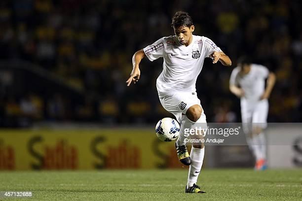 Leandrinho of Santos in action during a match between Criciuma and Santos as part of Campeonato Brasileiro 2014 at Heriberto Hulse Stadium on October...