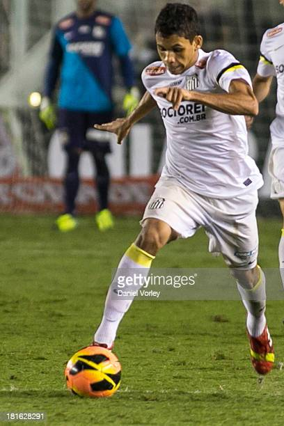 Leandrinho of Santos runs with the ball during the match between Santos and Criciuma for the Brazilian Series A 2013 at Vila Belmiro stadium on...