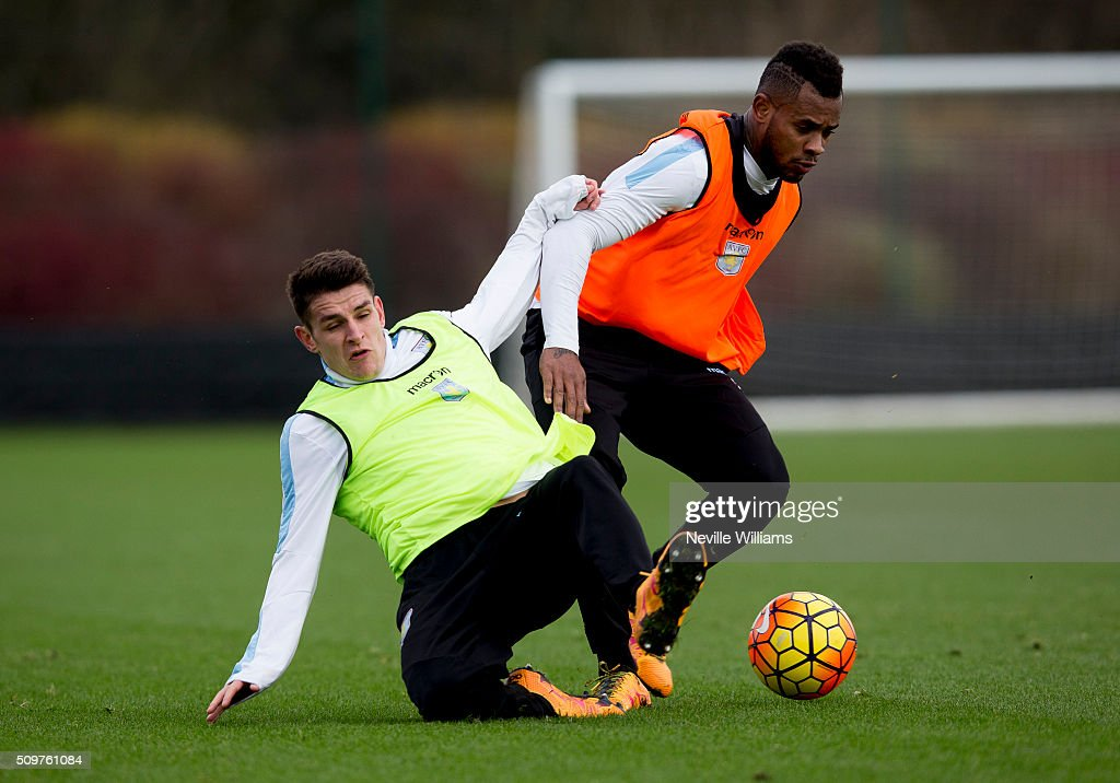 <a gi-track='captionPersonalityLinkClicked' href=/galleries/search?phrase=Leandro+Bacuna&family=editorial&specificpeople=7643005 ng-click='$event.stopPropagation()'>Leandro Bacuna</a> (R) of of Aston Villa during a Aston Villa training session at the club's training ground at Bodymoor Heath on February 12, 2016 in Birmingham, England.