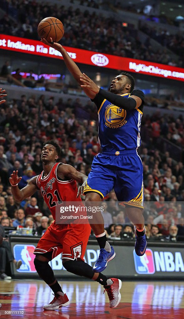 <a gi-track='captionPersonalityLinkClicked' href=/galleries/search?phrase=Leandro+Barbosa&family=editorial&specificpeople=201506 ng-click='$event.stopPropagation()'>Leandro Barbosa</a> #19 of the Golden State Warriors shoots over <a gi-track='captionPersonalityLinkClicked' href=/galleries/search?phrase=Jimmy+Butler+-+Basketbalspeler&family=editorial&specificpeople=9860567 ng-click='$event.stopPropagation()'>Jimmy Butler</a> #21 of the Chicago Bulls at the United Center on January 20, 2016 in Chicago, Illinois.