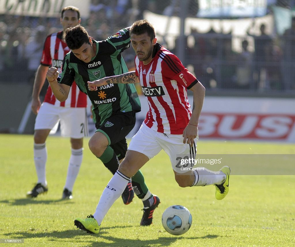 <a gi-track='captionPersonalityLinkClicked' href=/galleries/search?phrase=Leandro+Benitez&family=editorial&specificpeople=799926 ng-click='$event.stopPropagation()'>Leandro Benitez</a> of Estudiantes fights for the ball during a match between San Martin de San Juan and Estudiantes de La Plata as part of the Torneo Final 2013 at the Ingeniero Hilario Sanchez stadium on June 15 2013 in San Juan, Argentina.