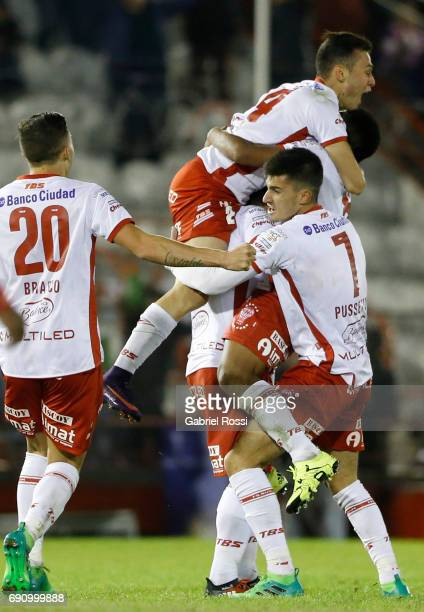 Leandro Cuomo of Huracan and teammates celebrate their team's third goal during a second leg match between Huracan and Deportivo Anzoategui as part...