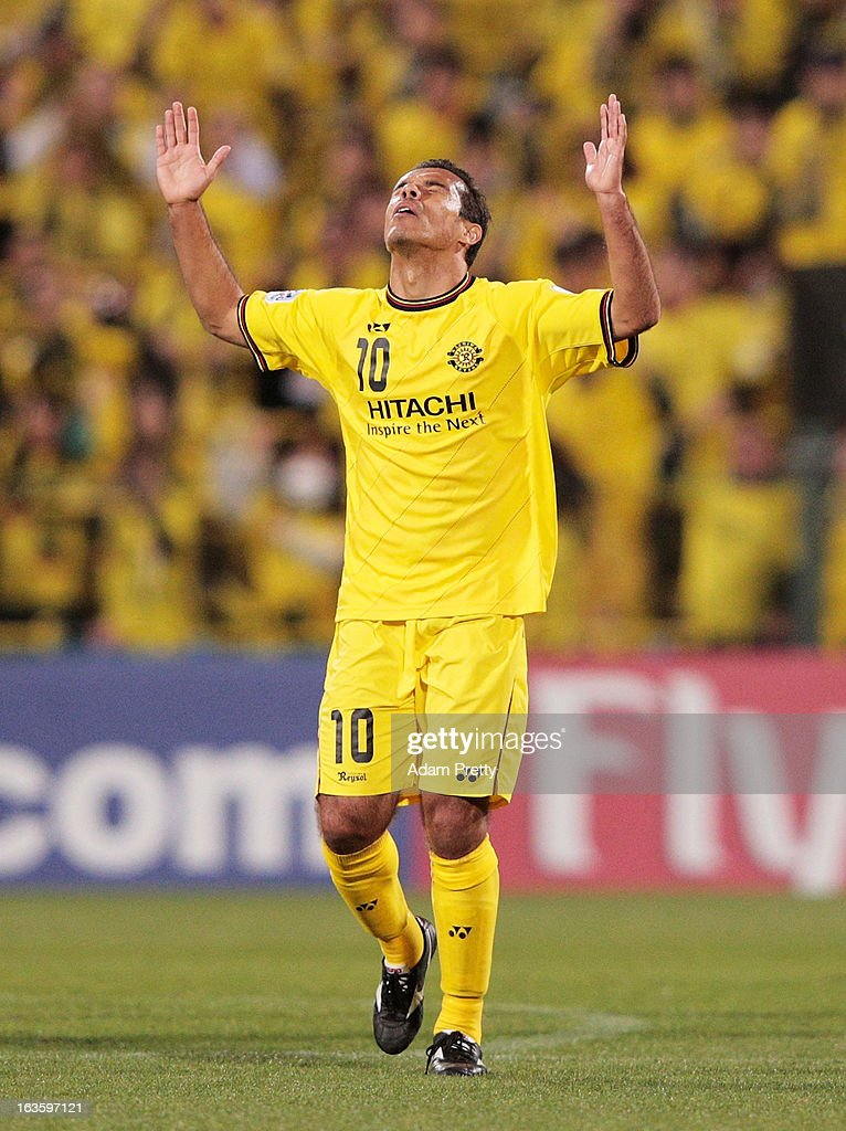 <a gi-track='captionPersonalityLinkClicked' href=/galleries/search?phrase=Leandro+Domingues&family=editorial&specificpeople=5957600 ng-click='$event.stopPropagation()'>Leandro Domingues</a> of Kashiwa Reysol celebrates scoring a goal during the AFC Champions League Group H match between Kashiwa Reysol and Central Coast Mariners at Hitachi Kashiwa Soccer Stadium on March 13, 2013 in Kashiwa, Chiba, Japan.
