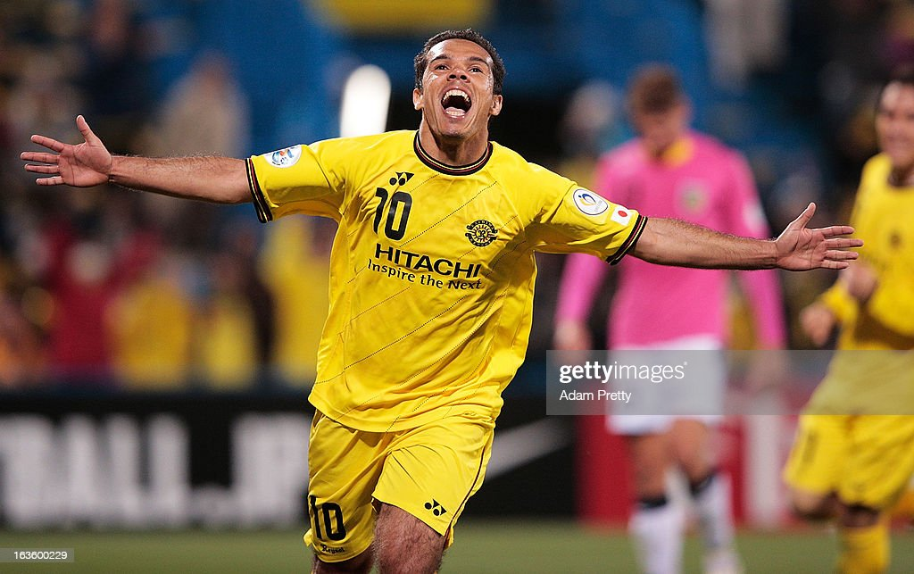 <a gi-track='captionPersonalityLinkClicked' href=/galleries/search?phrase=Leandro+Domingues&family=editorial&specificpeople=5957600 ng-click='$event.stopPropagation()'>Leandro Domingues</a> of Kashiwa Reysol celebrates scoring his second goal during the AFC Champions League Group H match between Kashiwa Reysol and Central Coast Mariners at Hitachi Kashiwa Soccer Stadium on March 13, 2013 in Kashiwa, Chiba, Japan.
