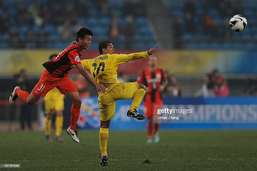 Leandro Domingues (R) of Kashiwa Reysol competes for an aerial ball with with Rao Weihui of Guizhou Renhe during the AFC Champions League match between Guizhou Renhe and Kashiwa Reysol at Olympic Sports Center on February 27, 2013 in Guiyang, China.