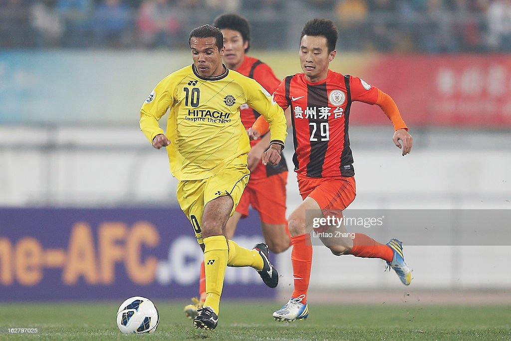 Leandro Domingues (L) of Kashiwa Reysol controls the ball with Yang Hao of Guizhou Renhe during the AFC Champions League match between Guizhou Renhe and Kashiwa Reysol at Olympic Sports Center on February 27, 2013 in Guiyang, China.