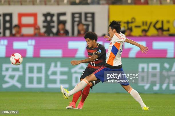 Leandro of Kashima Antlers and Teruki Hara of Albirex Niigata compete for the ball during the JLeague J1 match between Kashima Antlers and Albirex...