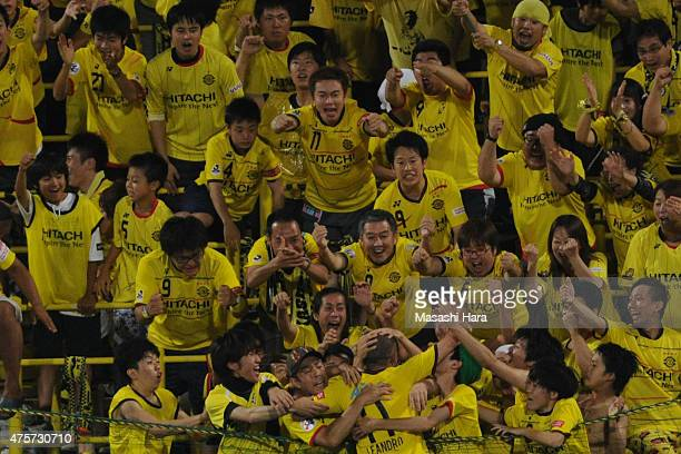 Leandro of Kashiwa Reysol celebrates the third goal with supporters during the JLeague match between Kashiwa Reysol and Urawa Red Diamonds at Hitachi...