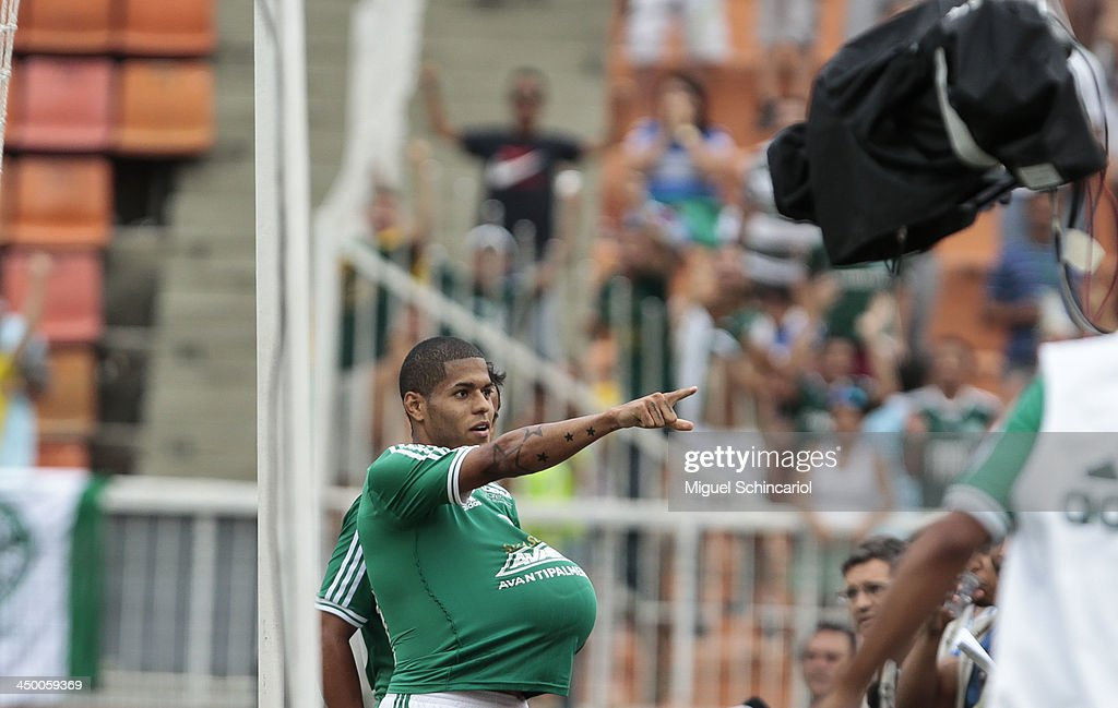 Leandro of Palmeiras celebrate a goal during the match between Palmeiras and Boa Esporte for the Brazilian Championship Series B 2013 at Pacaembu Stadium on November 16, 2013 in Sao Paulo, Brazil.