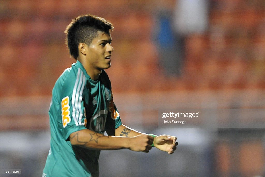 Leandro of Palmeiras celebrates a goal during the match between Palmeiras and Linense as part of Paulista Championship 2013 at Pacaembu Stadium on March 30, 2013 in São Paulo, Brazil.