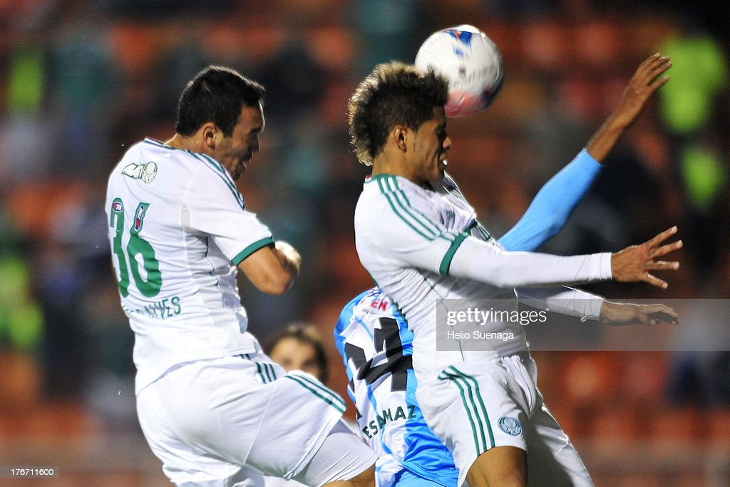 Leandro of Palmeiras fights for the ball during a match between Palmeiras and Paysandu as part of the Brazilian Championship Serie B 2013 at Pacaembu Stadium on August 17, 2013 in Sao Paulo, Brazil.