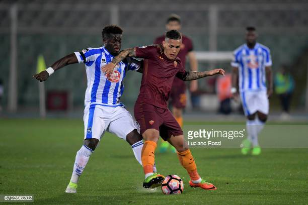 Leandro Paredes of AS Roma is challenged by Sulley Muntaru of Pescara Calcio during the Serie A match between Pescara Calcio and AS Roma at Adriatico...