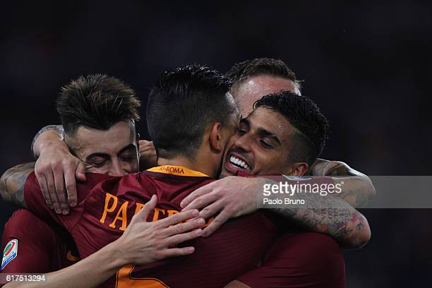 Leandro Paredes with his teammates of AS Roma celebrates after scoring the team's second goal during the Serie A match between AS Roma and US Citta...
