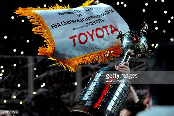 Leandro Romagnoli of San Lorenzo lifts the trophy after the second leg final match between San Lorenzo and Nacional as part of Copa Bridgestone...