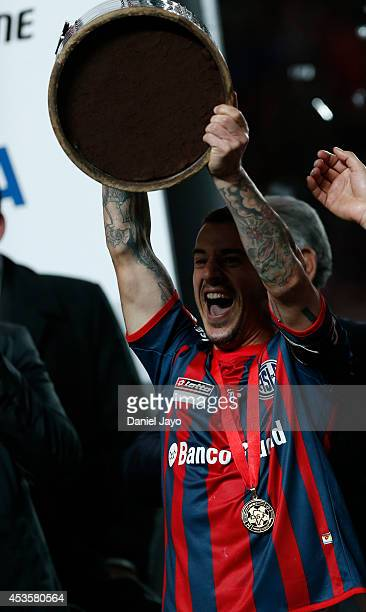 Leandro Romagnoli of San Lorenzo lifts the trophy at the end of the second leg final match between San Lorenzo and Nacional as part of Copa...