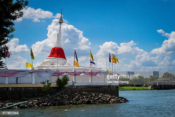 Leaning Stupa of Koh Kret, Thailand