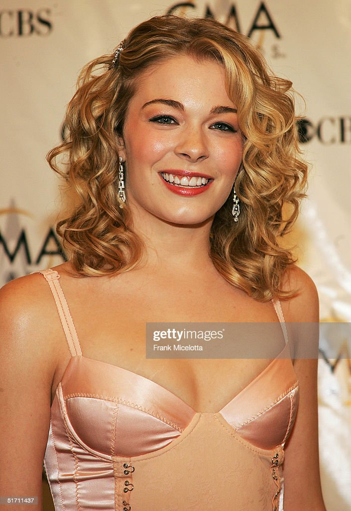 LeAnn Rimes arrives at the 38th Annual CMA Awards at the Grand Ole Opry House November 9, 2004 in Nashville, Tennessee.