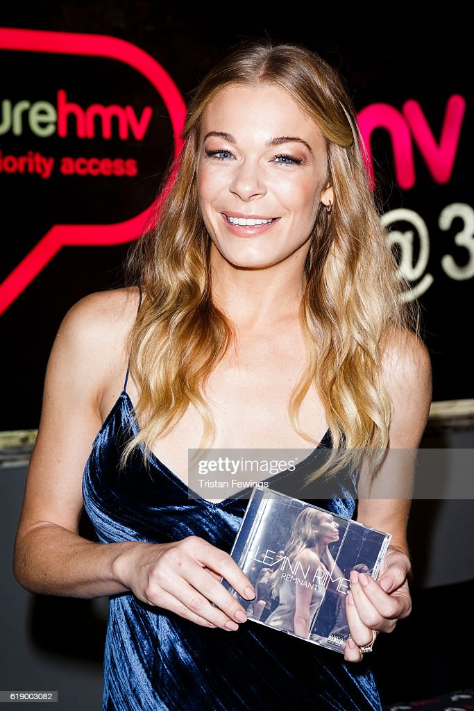 LeAnn Rimes Signs Copies Of Her New Album 'Remnants'
