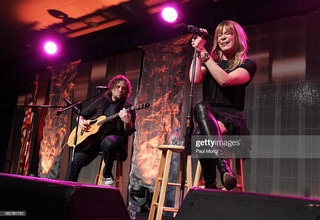 <a gi-track='captionPersonalityLinkClicked' href=/galleries/search?phrase=LeAnn+Rimes&family=editorial&specificpeople=208815 ng-click='$event.stopPropagation()'>LeAnn Rimes</a> performs at the 2013 ChalleNGe Champions Gala at JW Marriott Hotel on February 26, 2013 in Washington, DC.