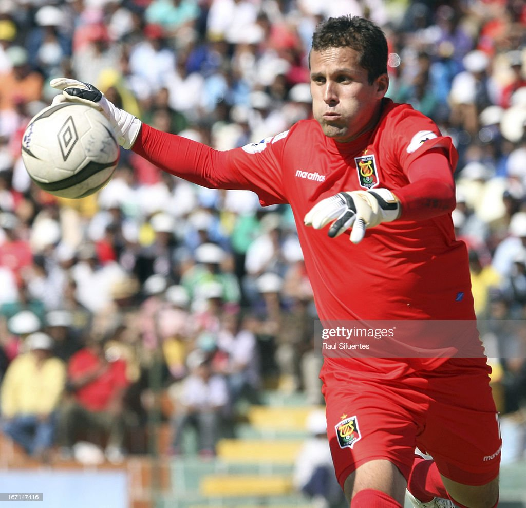 <a gi-track='captionPersonalityLinkClicked' href=/galleries/search?phrase=Leao+Butron&family=editorial&specificpeople=2211920 ng-click='$event.stopPropagation()'>Leao Butron</a> goalkeeper of Melgar FC in action during a match between Sporting Cristal and Melgar FC as part of the Torneo Descentralizado 2013 at the Mariano Melgar Stadium on April 21, 2013 in Arequipa, Peru.