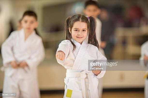 Aprendizaje de Karate en clase