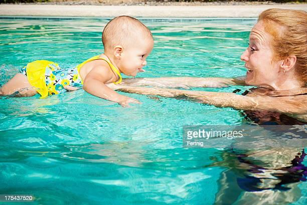 Lernen, Schwimmen mit Mutter