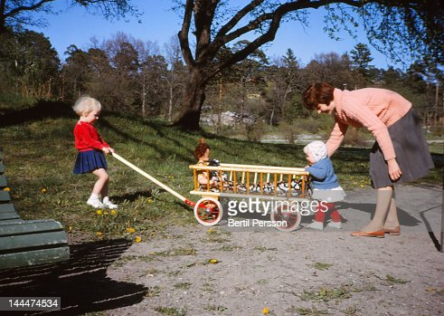 Learning to Walk with help of mum and sister : Foto de stock