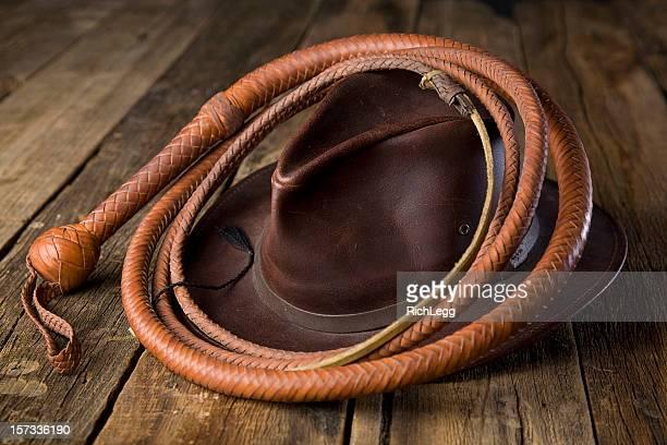 Peitsche und Mütze aus Leder