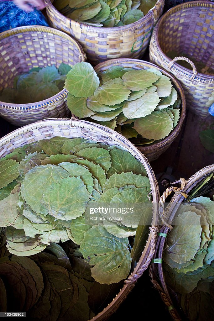 Leaves for cheroots in baskets : Stock Photo